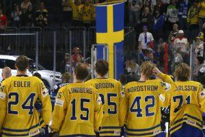 Švedų ledo ritulininkai įveikė suomius ir kovos dėl aukso