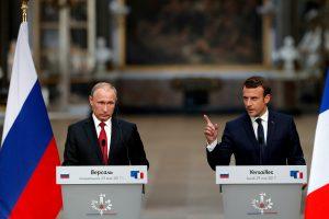 E. Macronas per susitikimą su V. Putinu demonstravo diplomatinius raumenis