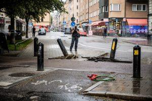 Stokholme mikroautobusas rėžėsi į taksi