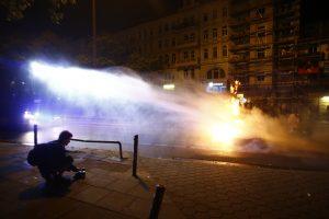 Trečią naktį iš eilės Hamburge įsiplieskė susirėmimai su policija