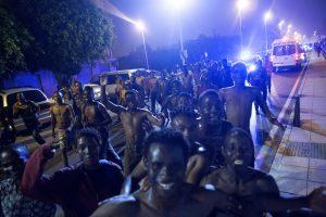 Daugiau nei 100 migrantų mėgino prasiveržti į Ispanijos teritoriją Maroke