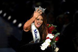 """Naujoji """"Mis Amerika"""" – arši D. Trumpo kritikė"""