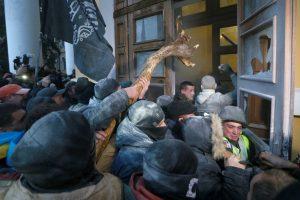 Kijeve per susirėmimus su protestuotojais nukentėjo 60 pareigūnų