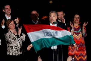"""V. Orbanas paskelbė """"istorinę pergalę"""" Vengrijos parlamento rinkimuose"""