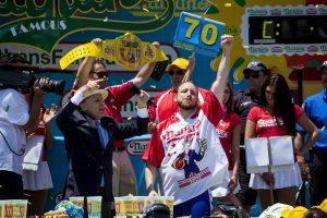 JAV dešrainių valgymo čempionas pasiekė naują rekordą