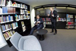 """Nacionalinėje bibliotekoje inauguruota """"Diplomatijos lentyna"""""""