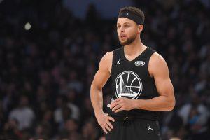 """44 taškus pelnęs S. Curry atvedė """"Warriors"""" į pergalę"""
