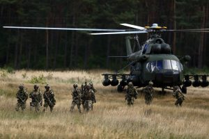 Lenkija rengia didelius manevrus, tvyrant įtampai dėl Rusijos