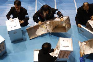 Japonija rinkėjų amžiaus cenzą sumažino iki 18 metų
