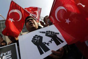 Turkijoje pradėtas policininkų, kaltinamų R. T. Erdogano šnipinėjimu, teismas