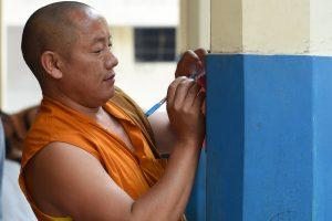 Tremtyje gyvenantys tibetiečiai renka naują politinį lyderį