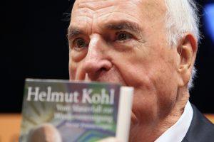 Buvusio Vokietijos kanclerio naujoje knygoje – strėlės įpėdiniams dėl euro ir Rusijos