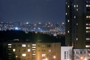 Naktį sostinės daugiabučių kieme užpultas vyras