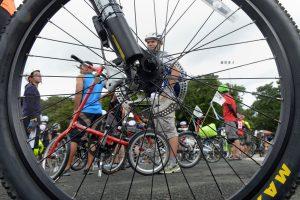 Kaip saugiai keliauti dviračiu?