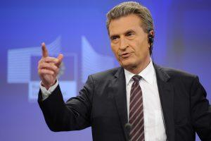 ES komisaras perspėja Lenkiją dėl naujojo žiniasklaidos įstatymo
