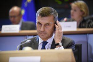 EK pirmininko pavaduotojas apie pabėgėlius: mūsų pareiga – padėti to prašantiems