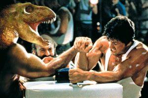 Ar žmogus įveiktų tiranozaurą rankų lenkimo rungtyje?