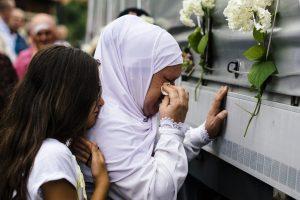 Bosnijos musulmonai pagerbė Srebrenicos aukų atminimą
