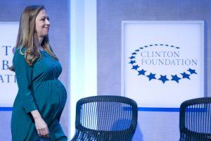 B. Obama rūpestingas: besilaukiančiai Ch. Clinton sako galįs pasiūlyti savo kortežą