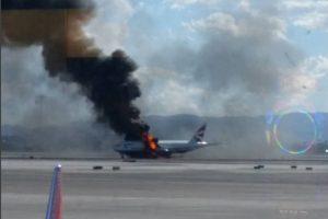 """Kilus gaisrui """"British Airways"""" lėktuve, sužeisti keli žmonės"""
