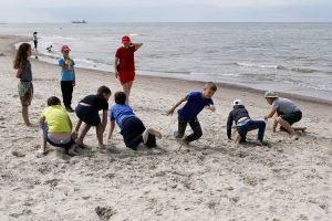 Gelbėtojai vaikams pasakojo apie saugų elgesį prie jūros