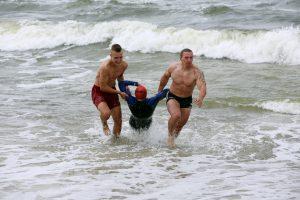 Porelė nepaisė gelbėtojų įspėjimų ir vos nenuskendo