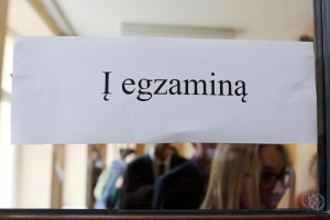 Daugiausia abiturientų vėl pasirinko valstybinį anglų kalbos egzaminą