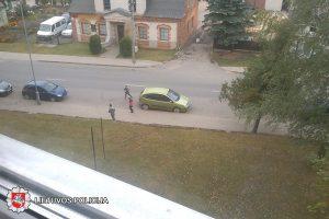 Automobilius apgadinusių vaikų ieško policija