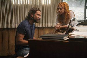 """Filme """"Taip gimė žvaigždė"""" –  išbandymai ir Lady Gagai, ir B. Cooperiui"""