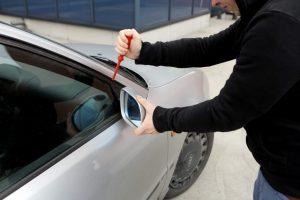 Girtas 15-metis Marijampolėje bandė pavogti automobilį