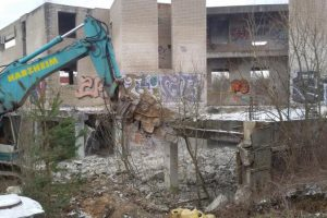 Griaunamas pagal neteisėtai išduotą leidimą statytas viešbutis Vilniuje