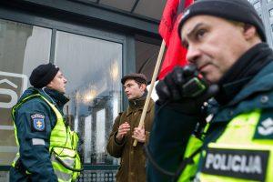 Prieš mitingą – policijos įspėjimai: pareigūnai prisistatė net į namus