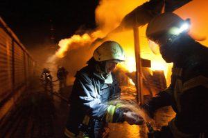 """Ugniagesiai sukelti ant kojų: kilo gaisras įmonėje """"Druskininkų rasa"""""""