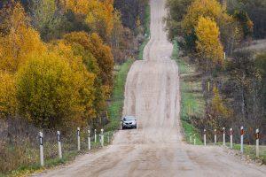 Ministras Seime aiškinsis, kodėl vėluoja žvyrkelių asfaltavimas