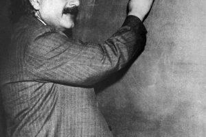 A. Einsteinas nežinojo laimingos santuokos formulės