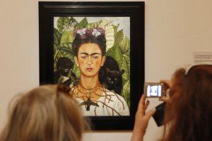 """Festivalis """"In Latino"""" akcentuos menininkės F. Kahlo drąsą ir talentą"""