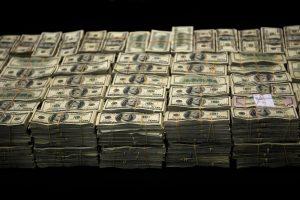 Lietuvos bankuose galėjo būti išplauta 77 mln. JAV dolerių