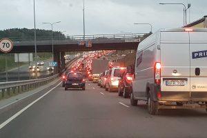 Vilniuje eismą rytą paralyžiavo masinės avarijos
