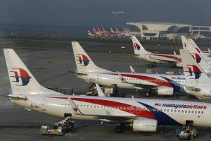 """""""Malaysia Airlines"""" lėktuvo pilotas dėl pastebėto defekto turėjo pasukti atgal"""