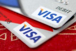 Kreditinės kortelės Lietuvoje vis populiaresnės, bet ne dėl pagrindinės jų funkcijos