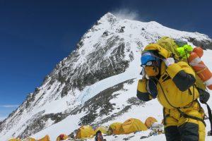 Ant Everesto šlaitų žuvo trys užsieniečiai alpinistai, vienas dingo