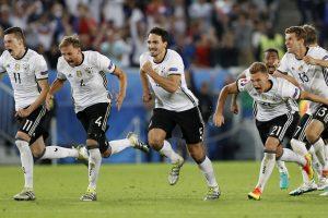 """Po įtemptos baudinių serijos į """"Euro 2016"""" pusfinalį žengė vokiečiai"""