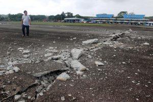 """Tyrimas: žemės drebėjimai ne tik atveria, bet ir """"užčiaupia"""" žemę"""