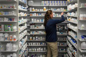 Vaistinių reklamos draudimui nepritaria nei ministras, nei vaistininkai