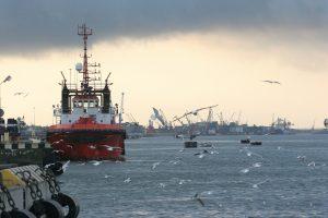 Klaipėdos uoste dėl vėjo toliau ribojama laivyba
