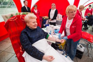 Prezidentė dovanojo kraujo, ragina krauju dalintis ir kitus