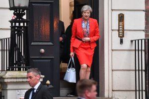 """Politologai: konservatoriams praradus daugumą, """"Brexit"""" komplikuosis"""