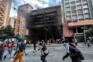 Venesuelos Aukščiausiasis Teismas apmėtytas granatomis iš sraigtasparnio