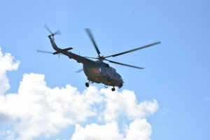 Aiškinsis, ar tinkamai sudarytos sutartys dėl sraigtasparnių remonto