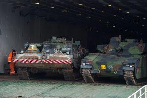 NATO batalione tarnaujantys norvegai atsigabena kovinės technikos
